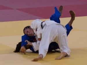 Brasil tem ippon relâmpago de Gabriela Chibana em 14 segundos de luta. Judoca caiu nas oitavas para líder do ranking mundial, assim como Eric Takabatake