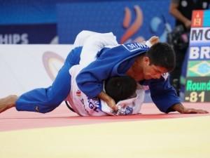 Brasileiros caem nas preliminares no quarto dia de Mundial. Maria Portela e Rafael Macedo lutarão nesta segunda, 24