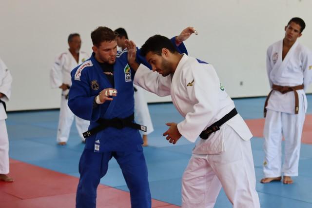 Willian Lima e Leandro Guilheiro em Pindamonhangaba. Foto: Lara Monsores/CBJ