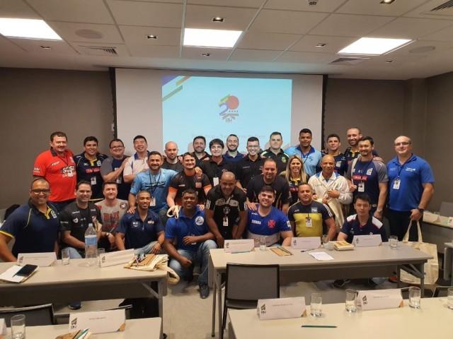 Treinadores das categorias de base do judô brasileiro estão reunidos no Rio de Janeiro para debater os rumos das classes. Foto: Lara Monsores / CBJ