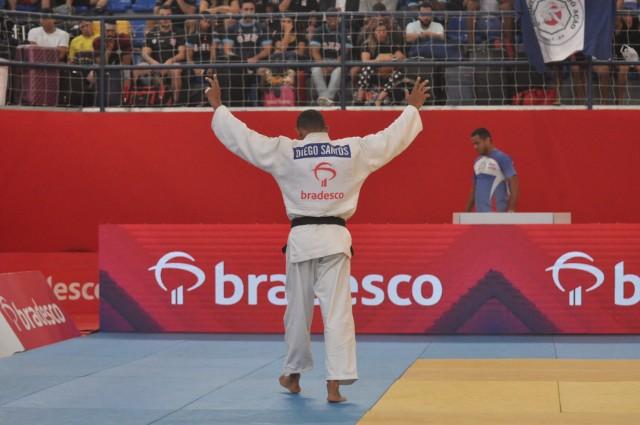 O baiano Diego Santos (66kg) comemorou seu sétimo título brasileiro. Foto: Lara Monsores/CBJ