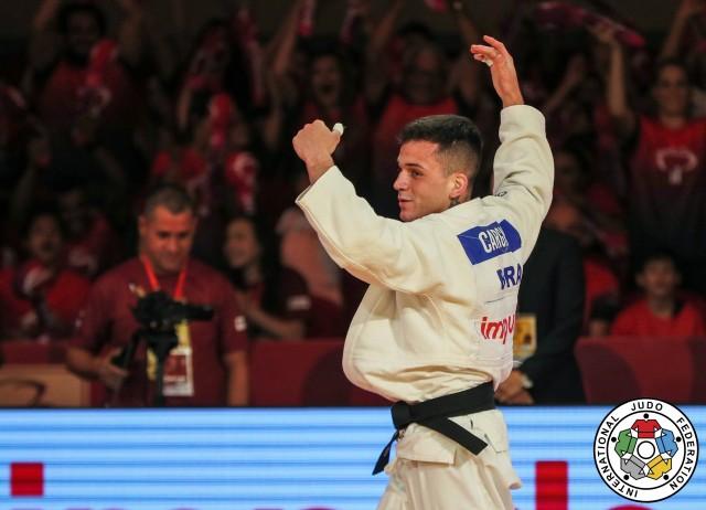 Daniel Cargnin comemora o ouro no Grand Slam de Brasília 2019. Foto: Gabriela Sabau/IJF