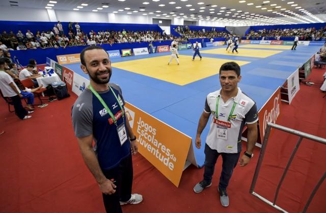 Técnicos da seleção Sub-18, Marcus Agostinho e Douglas Potrich, nos Jogos Escolares