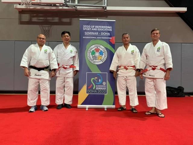 Os árbitros brasileiros Laedson Godoy, Jeferson Vieira, André Mariano e Edison Minakawa no Seminário de Doha