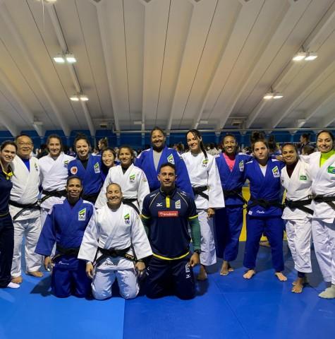 Delegação brasileira iniciou atividades no tatami austríaco nesta quarta-feira, no OTC Mittersill. Foto: Divulgação / CBJ
