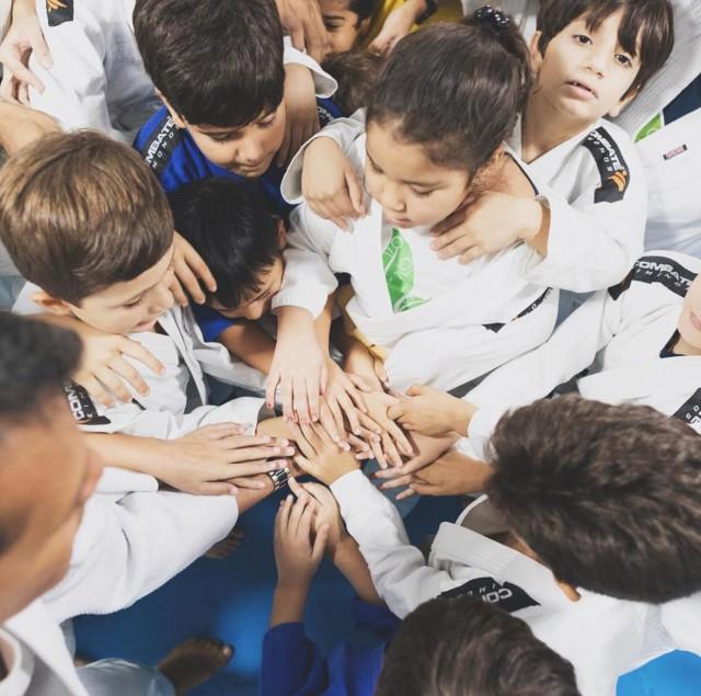 Judô oferece vários benefícios ao desenvolvimento infantil. Foto: Vanes Cordeiro / Instituto Semear