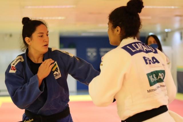 Mayra Aguiar treina no CT Time Brasil. Foto: Lara Monsores/CBJ