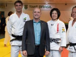 Paulo Wanderley visita judocas e técnicos durante curso do COB com a tricampeã mundial Misato Nakamura