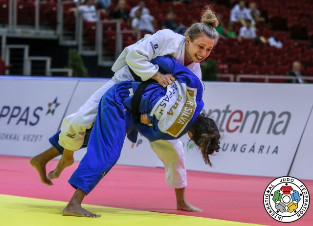 Rafaela Silva venceu Theresa Stoll na final do Grand Prix de Budapeste neste ano