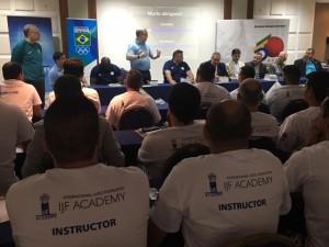 Professores iniciam curso prático de Instrutor da IJF Academy em Pindamonhangaba