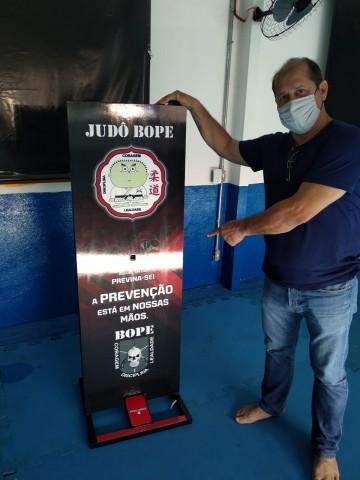 Os totens de higienização ajudam a diminuir as chances de contágio do vírus Covid-19. Foto: Divulgação/FMTJ