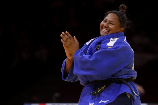 Bia comemora sua primeira medalha mundial. Foto: Gabi Juan