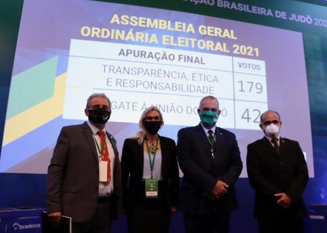Danys, Seloí, Silvio e José Nilson, membros da chapa vencedora da eleição do COB. Foto: Lara Monsores/CBJ