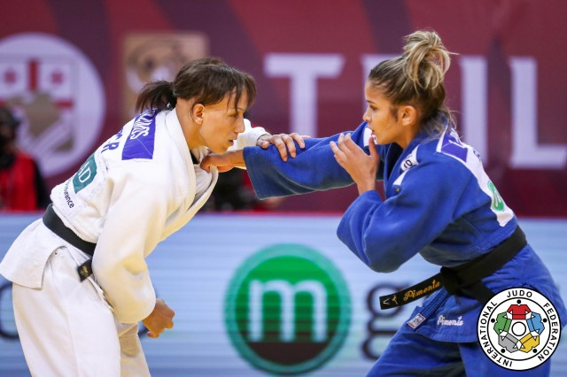 Larissa Pimenta (52kg) enfrentou Joana Ramos (POR) na luta pelo bronze. Foto: Marina Mayorova/IJF